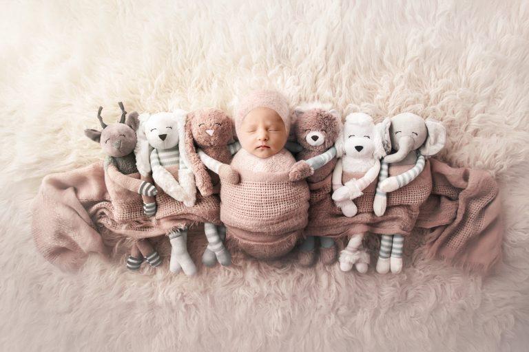 Kuscheltiere bei der Neugeborenenfotografie - Siebenschön Photography - Lisa Berger fotografiert ihr Baby in Hamm und Umgebung