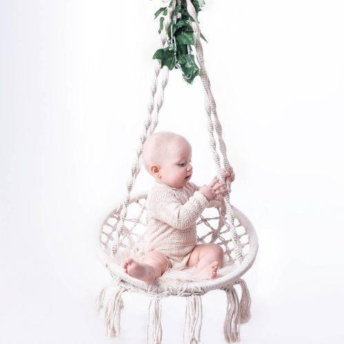 Babyshooting mit Bohoschaukel - Kinderfotos mit schlichter Eleganz fotografiert von Siebenschön Photography in der Nähe von Gütersloh