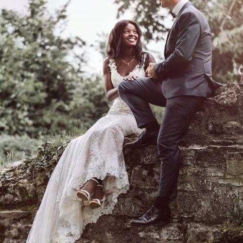 Brautpaar auf Burgmauer in Stromberg - Fotoshooting mit Siebenschön Photography