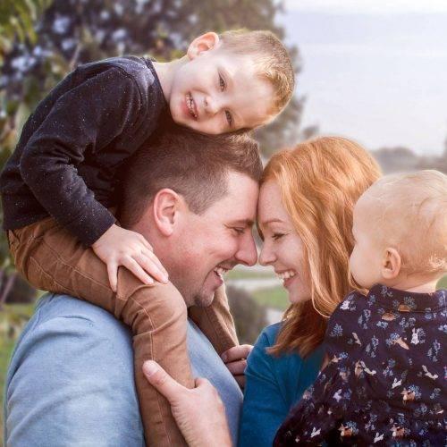 Innige Zuneigung auf Familienfotos festgehalten von Siebenschön Photography in Hamm