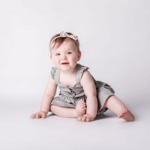 Schlichte Babyfotografie - Meilenstein Fotoshooting bei Siebenschön Photography in Beckum