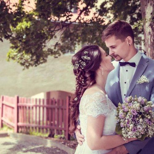 Hochzeitsshooting in einem Schlossgarten fotografiert von Siebenschön Photography in Beckum