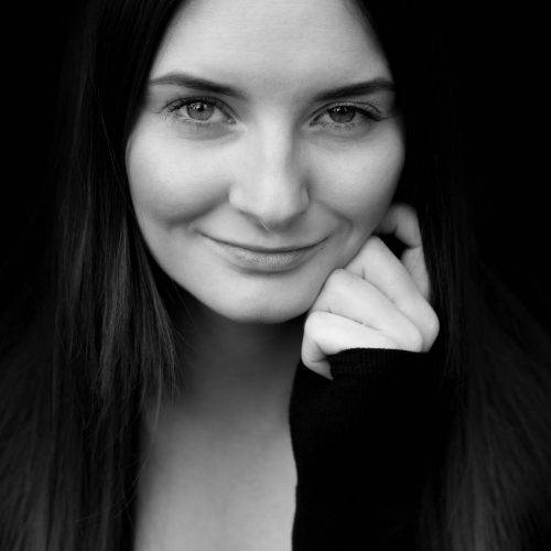Stilvolle Portraitfotografie in schwarz-weiß fotografiert von Siebenschön Photography in Beckum